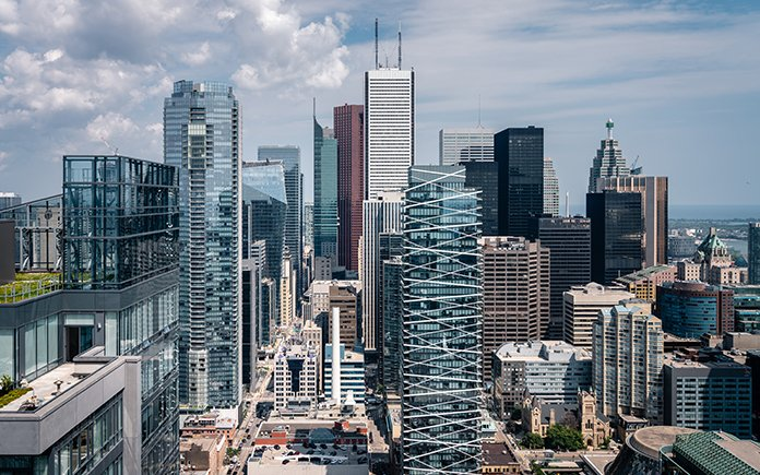 Should Toronto Condo Investors Buy Now or Wait