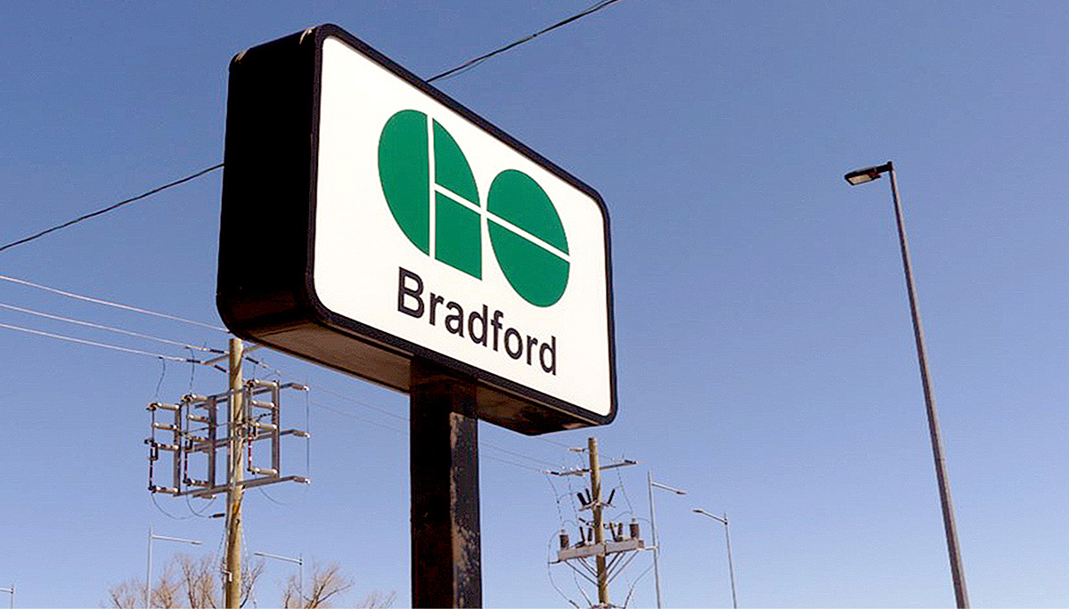 the Bradford GO Station connects with Barrie and Newmarket